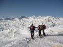 Jutranja panorama iz Bergstation Krippenstein. V sredini nad nami, naša dva nacilana hriba.