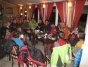 Klasični zaključek ture v Kocki.  Skupni drink dveh ekip z različnima ciljema v Visokih turah: Ekipa 38 (Hochgrubenkopf) in Ekipa 32 (Stanziwurten).