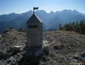 Aljažev stolp na predvrhu Oblega kamna.