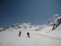 Smuka po putru v spodnjem delu ledenika Gorner. V ozadju najvišja Nordend in Dufourspitze.