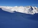 Jutranji pršičast spust do ledenika.