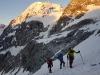 Dostop do grebena, v ozadju žari Konigspitze - Gran Zebru, 3851 m.
