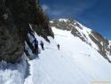 Pod južnim predvrhom Spalla; desno skalni vrh Piz Bernine.