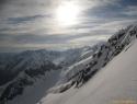 Po grebenu na vrh. V ozadju desno najvišji je Wildspitze.