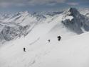 Smuka z vrha Zahodnega Simonyspitza. Desno Dreiherenspitze 3499m, levo Rötspitze 3495m.