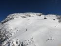 Vršna flanka nima veliko snega.