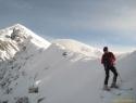 Nazaj na avstrijsko stran. V ozadju levo, vrh Stola.