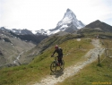 Spust proti Zermattu, v ozadju Matterhorn.
