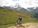 Vzpon proti Gornergratu, v ozadju Matterhorn v oblakih.