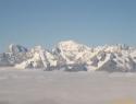 Mont Blanc v sredini.