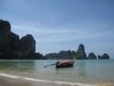 Prevoz na Ton Sai in sosednji Railay je mogoč samo z long-tail boatom.