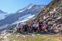 Skupinska pred kočo, zadaj Weisshorn, 4505 m.